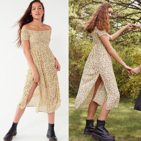 10372f0224 New UO Monica Off the Shoulder Smocked Midi Dress